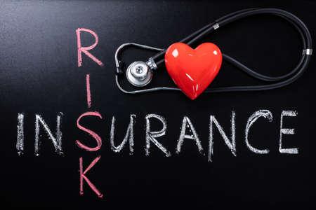 forme et sante: Concept d'assurance maladie Avec Stéthoscope Et Coeur Sur Facteur de risque