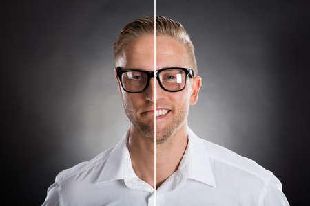 viso uomo: Volto di uomo che mostra emozioni felici e triste contro sfondo grigio Archivio Fotografico