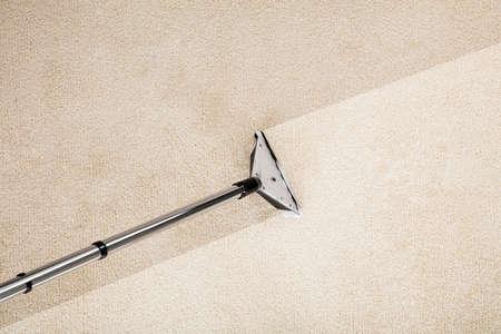 Close-upfoto van Stofzuiger met Tapijt