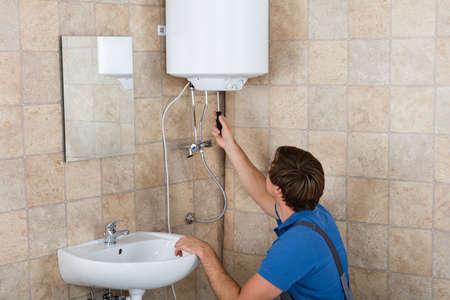 Technicus reparatie Gebroken Elektrische verwarming thuis