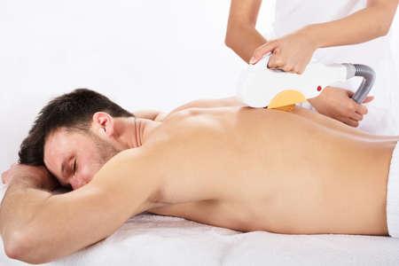 Hair Removal Cosmetology Procedure van een therapeut bij cosmetische schoonheid Spa Clinic