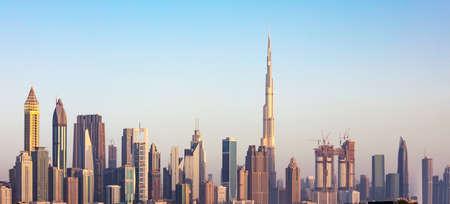 Foto Del Futuristico Dubai Skyline Del Centro Al Tramonto Archivio Fotografico - 82663688