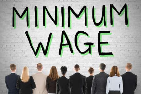最低賃金と社会保障を見て人々 のグループ 写真素材