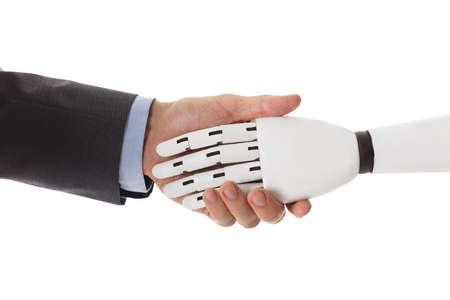 ロボットと握手の実業家のクローズ アップ 写真素材