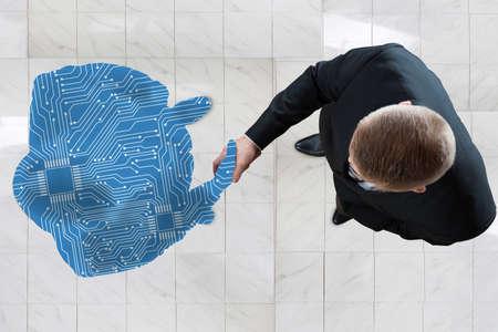 デジタルと握手ビジネスマンの高角度のビュー生成の人物像