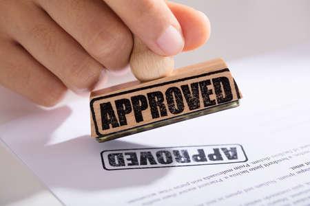 Gros plan, main, main, formulaire, approbation, contrat