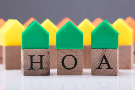 Green House Model Over Homeowner Association Wooden Blocks Stockfoto