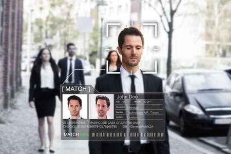 Portret van het gezicht van een jonge zakenman dat nauwkeurig wordt herkend met een intellectueel leersysteem
