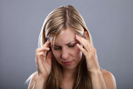 Photo O Blonde Young Woman Suffering From Headache