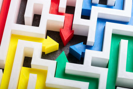 An Elevated View Of Multi Colored Arrows In The Center Of White Maze Imagens