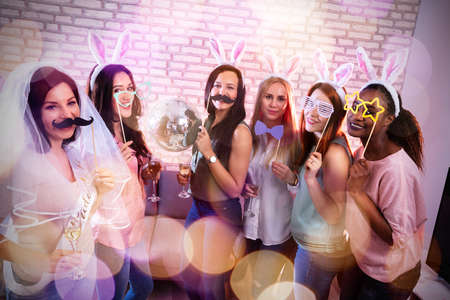 Beautiful Women Enjoying Bachelorette Party With Drinks At Pub Stockfoto - 124789734
