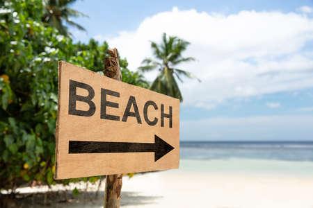 Beach Directional Sign Pole On Sand In Front Of Idyllic Sea Zdjęcie Seryjne