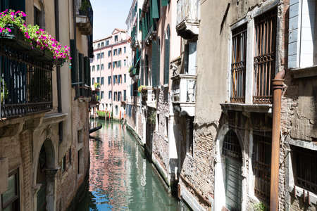 Narrow Canal Between Old Historic Houses In Venice Stockfoto