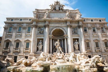 Famous Trevi Fountain In Rome, Italy On A Sunny Day Banco de Imagens