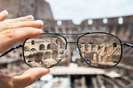 Colosseum In Rome Seen Through Prescription Glasses Banque d'images