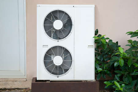Air Conditioner Unit Standing Outside Of The House Banque d'images