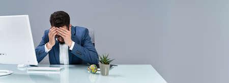 Man Suffering From Headache Working In Office 免版税图像
