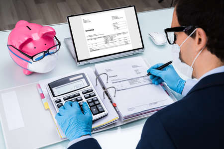 Using E Invoice Software Calculating Electronic Bills And Tax