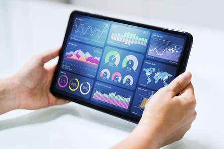 Online Business Analytics And KPI Dashboard On Laptop Foto de archivo