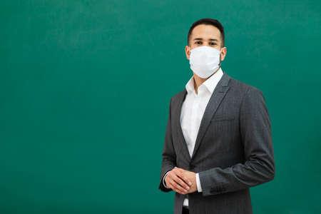 School Teacher Standing In Class Wearing Face Mask Standard-Bild