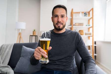 Man Drinking Beverage Beer Alone At Home Standard-Bild
