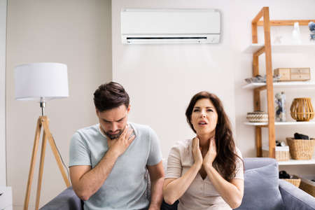 Sick Couple Having Cold And Sore Throat From Air Conditioner Standard-Bild