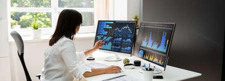 Analyst Women Looking At KPI Data On Computer Screen Stock fotó