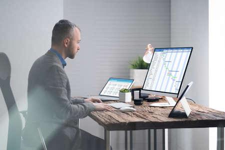 Gantt List Or Chart On Computer In Office Imagens