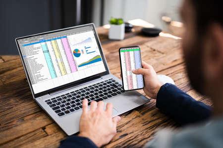 Analyst Employee Using Spreadsheet On Computer Screen 免版税图像
