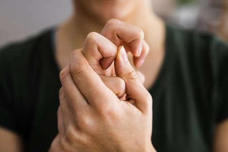 Hand Knuckle Finger Joint Crack. Fingers Snap Standard-Bild