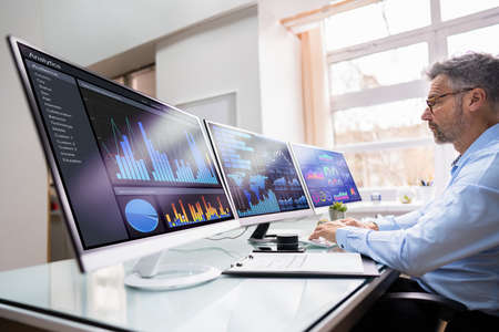 KPI Business Analytics Data Dashboard On Monitor Banque d'images