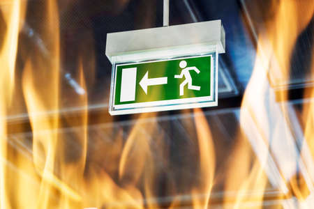 Fire Escape. Emergency Evacuation Exit Door Sign Banque d'images