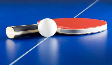 tennis de table: Mat�riel pour le tennis de table - raquette, balle, table  Banque d'images