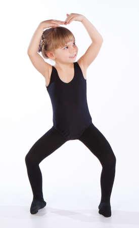 niños bailando: Baile de la niña, aislado en fondo blanco