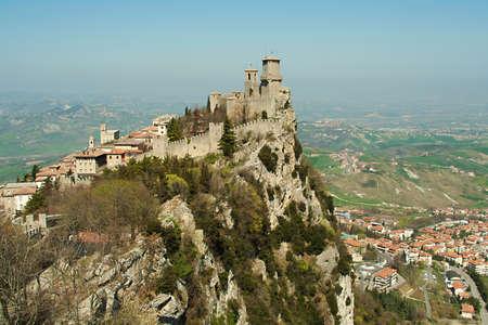 sammarinese: fortezza su una scogliera a San Marino