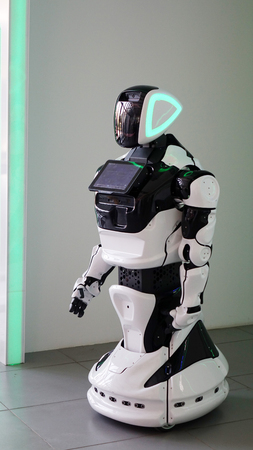 The latest generation robot with a monitor. Can recognize speech and answer questions Banque d'images