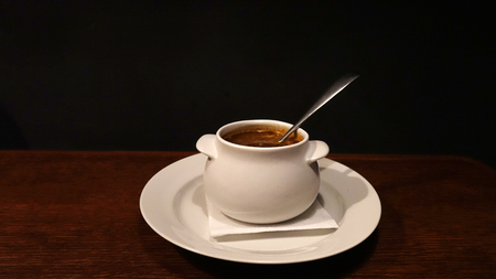 Traditional Spanish cold gazpacho soup with copy space for text. On dark background. Banque d'images
