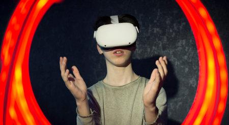 A teenager wearing virtual reality glasses .Technologies of the future. Zdjęcie Seryjne - 161950536
