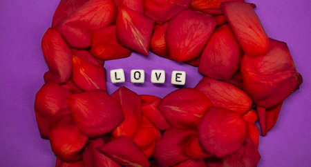 The word love on the background of rose petals . Valentines Day. Background concept of love and beauty Zdjęcie Seryjne - 161951612