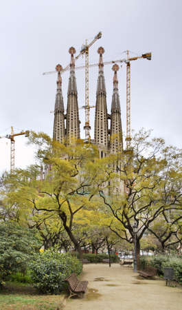 lia: Basilica and Expiatory Church of the Holy Family in Barcelona  Spain   Editorial