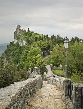 sammarinese: Rocca Cesta a San Marino Editoriali