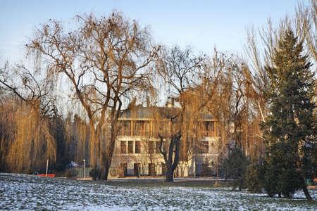 kyrgyzstan: Parque en Bishkek. Kirguist�n