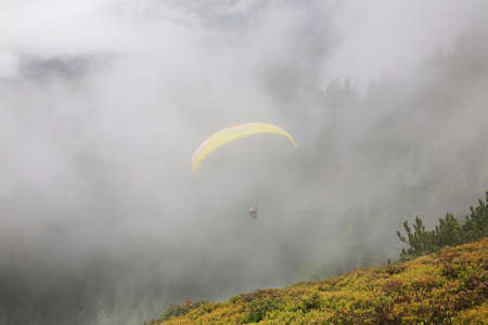 paysage: Paraglider in the Alps. Austria Stock Photo