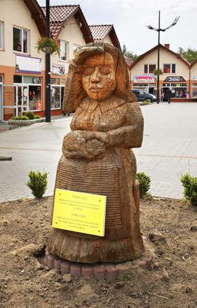 polska monument: Fishermans wife Mariska sculpture in Wladysawowo. Poland