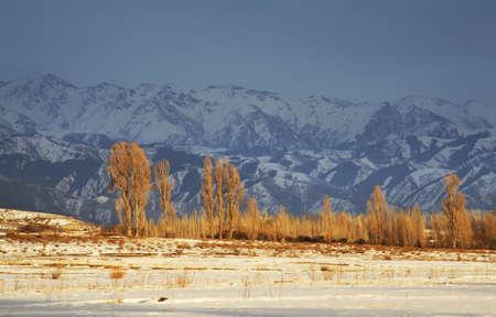kyrgyzstan: Montañas cerca Grigorievka. Kirguistán Foto de archivo