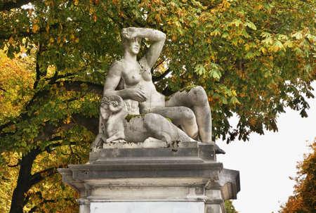 Parc du Cinquantenaire - Jubelpark in Brüssel. Belgien Standard-Bild - 57493347