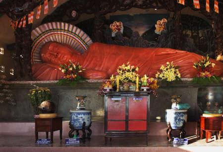 Liegender Buddha in Niet Verbot Tinh xa Kloster. Vung Tau. Vietnam Standard-Bild - 69251064