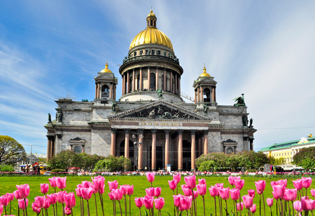 Saint Isaac's Cathedral in Saint Petersburg, Russia, seen in spring with the tulips in the foreground Sajtókép