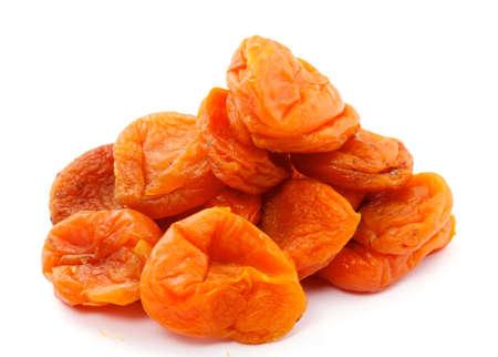 frutas secas: Orejones sobre un fondo blanco, aislado