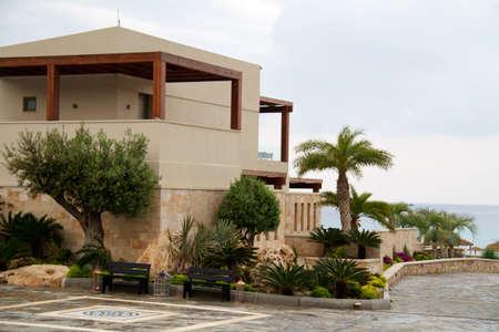 ギリシャの海の近くの美しいホテル